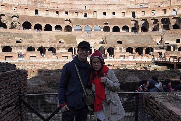 20121208-032. 羅馬競技場1723年,教宗在場中豎立十字架