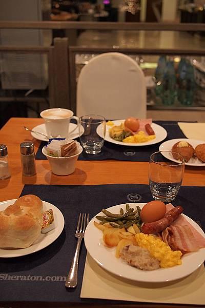 20121209-002. 豐盛早餐