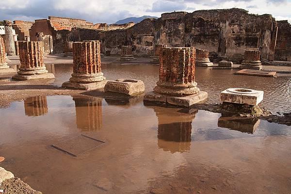 20121209-013. 神殿柱子