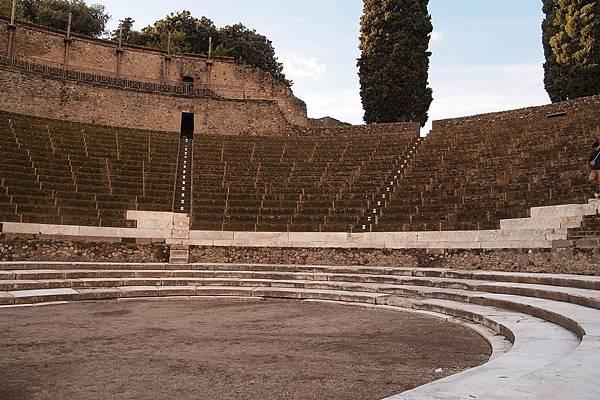 20121209-026. 劇場