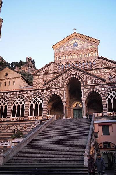 20121209-033. 教堂共62階