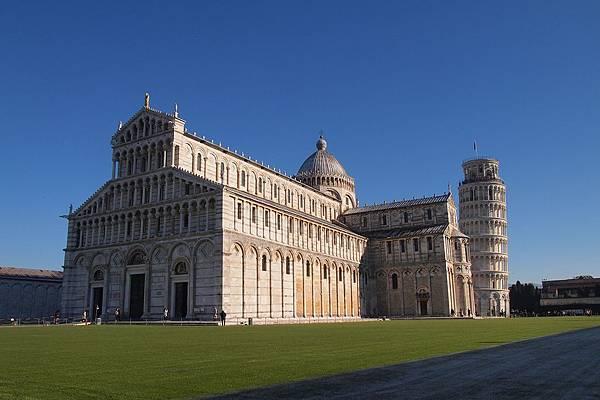 20121211-014. 主教堂,是為了紀念比薩城的守護神聖母瑪麗亞而建造的