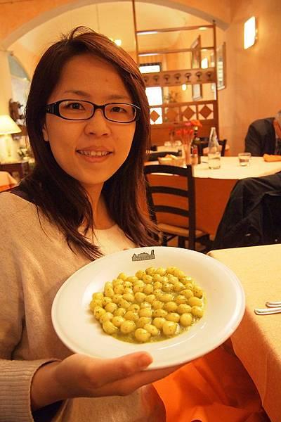 20121211-029. 女生的麵疙瘩球