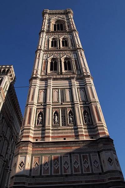 20121212-030. 喬托鐘塔高85米