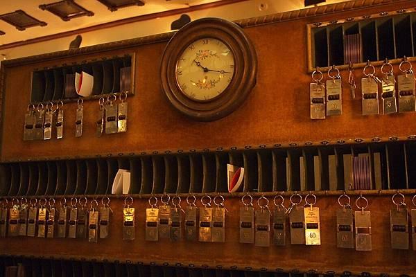 20121212-065. 很有歷史的KEY櫃