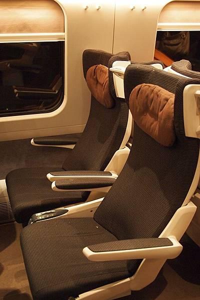 20121212-062. 歐洲之星的座位感覺比較沒那麼豪華