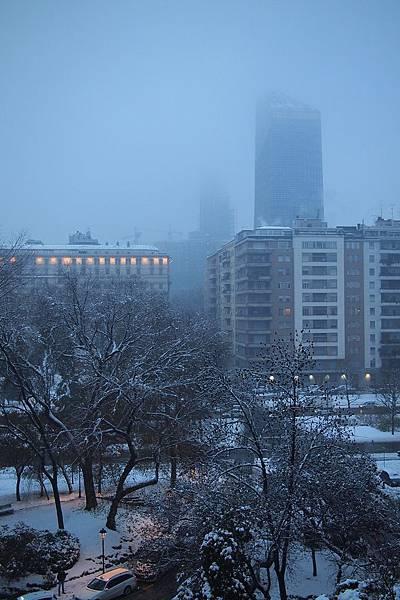 20121215-004. 窗外霧氣好濃