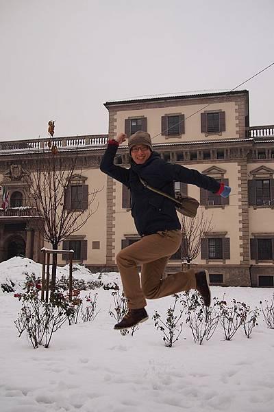 20121215-014. 雪地跳