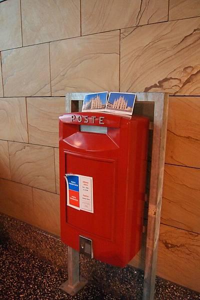 20121215-034. 米蘭機場的郵筒