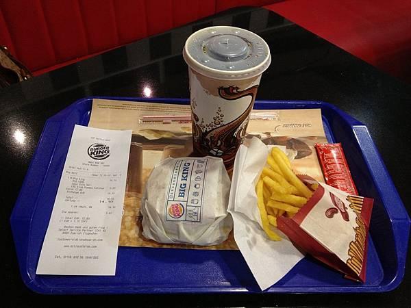 20121216-001. 好貴的漢堡王,這樣一客要14.1瑞郎,折合台幣約50元