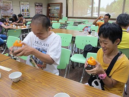 2013-08-09 125037山特教學生校外教學 (14).jpg