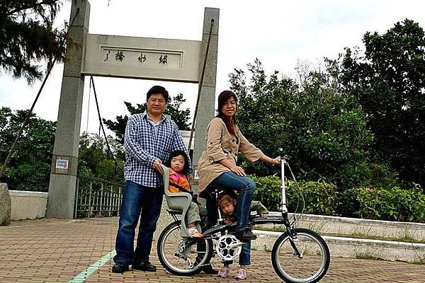 走過綠水橋,就是海濱公園