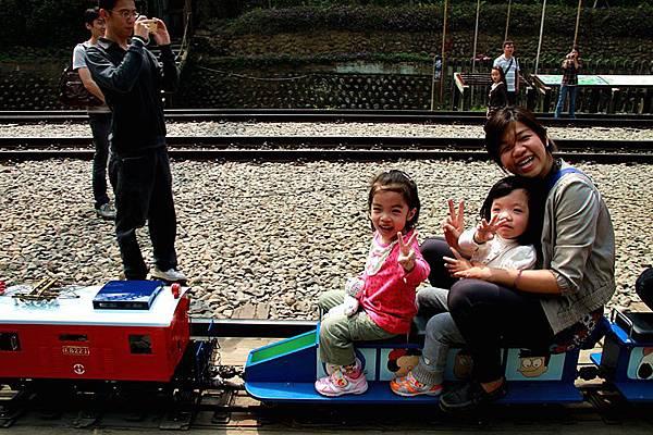 我們坐在火車頭喔!