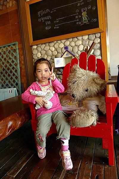 紅椅子的大熊也要拍一下