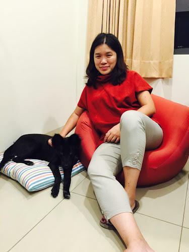 第四個月陪媽媽坐懶骨頭.JPG