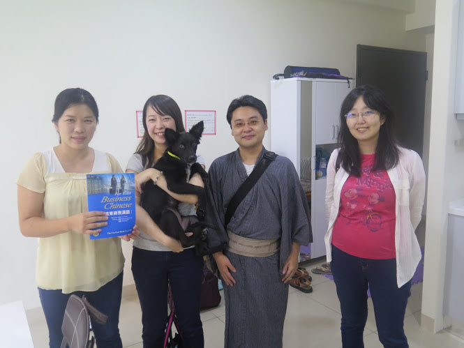 第二個月跟學生合照.JPG