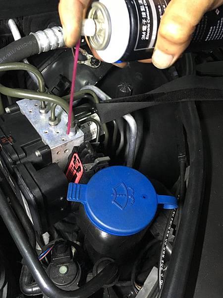 Mercedes-Benz W204 C200K 儀表出現『ABS 和ESP停止運作』的