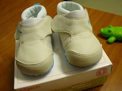 然後媽媽又買了鞋