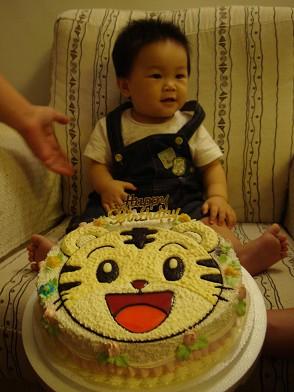 小孩比蛋糕難拍多了