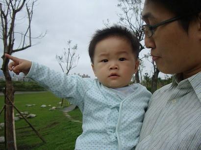 這小孩最近很愛東指西指