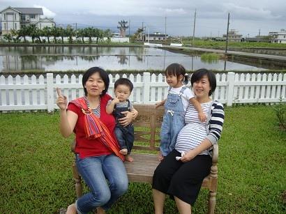 跟可愛的媽媽和妹妹合照