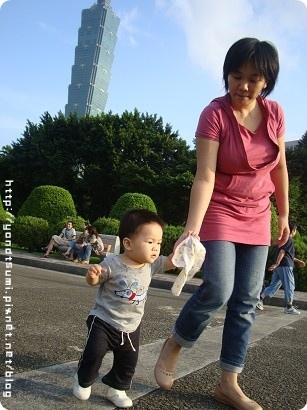 不喜歡媽媽牽但是媽媽硬要牽