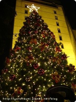 敦南誠品前面的聖誕樹