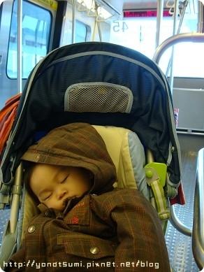 回去路上包子東睡成這樣