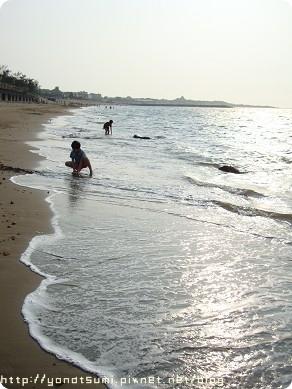 海邊還算乾淨,我們走了好長一段