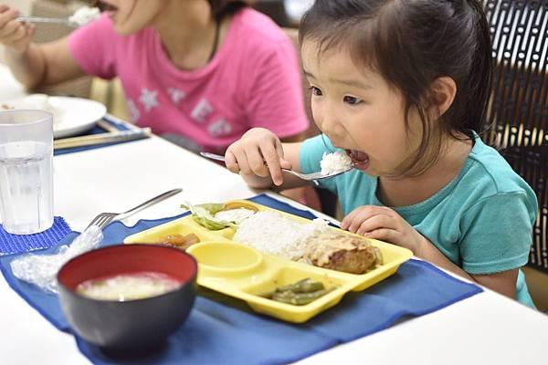 小孩吃飯卡哇伊2.jpg