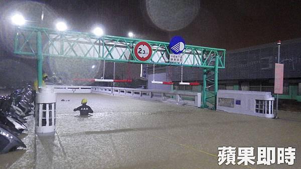 民雄地下道淹水.jpg