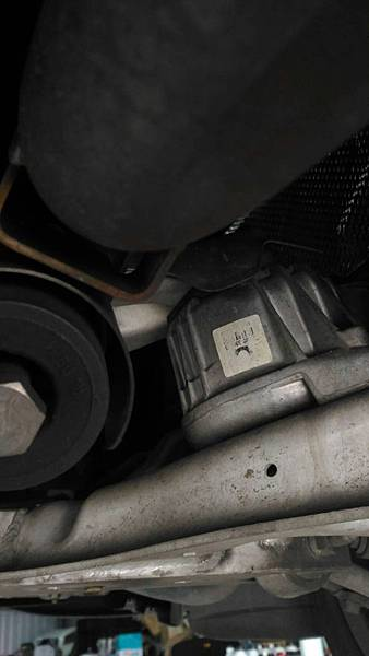 e90 328引擎腳更換02