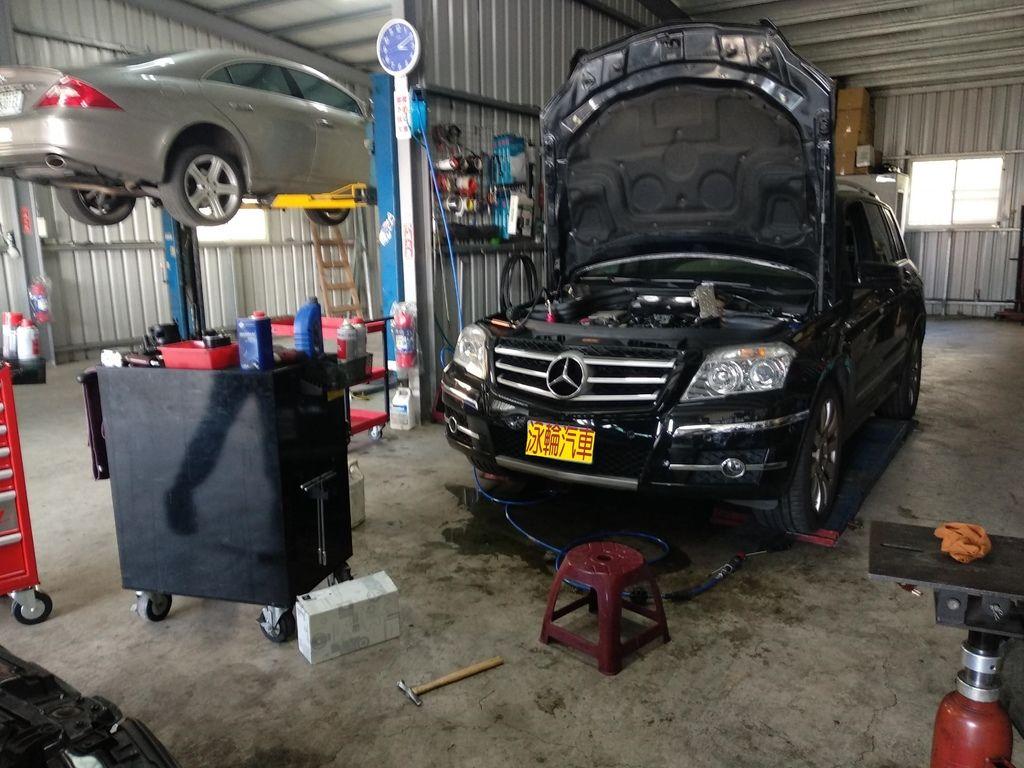 賓士GLK220 CDI 4MATIC柴油芯底座漏水,泳輪汽車保養廠更換柴油芯底座