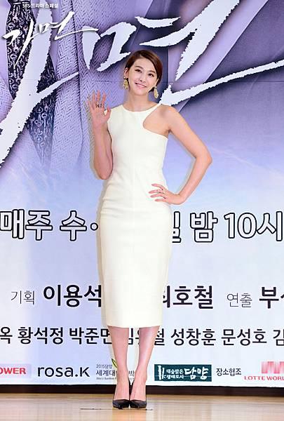 柳仁英유인영 假面發佈會