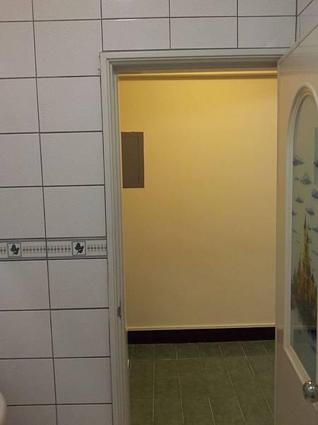 3B浴室門外望
