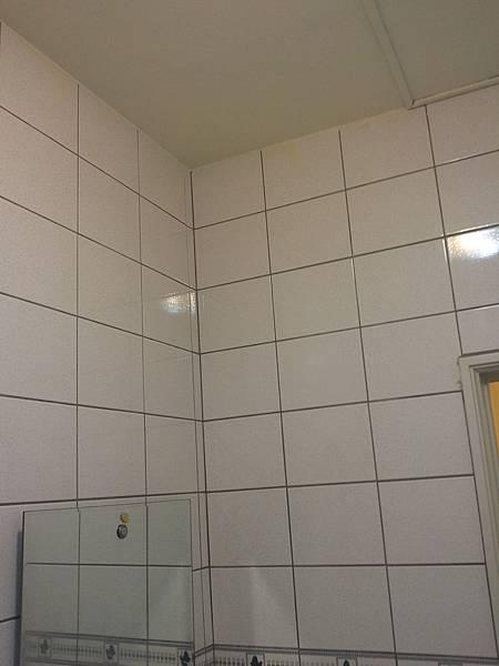 3B浴室牆角