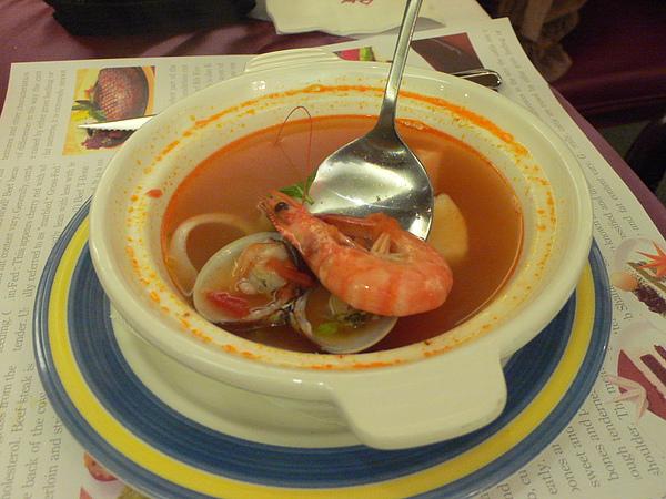 蕃茄海鮮湯有蝦、有魚跟蛤