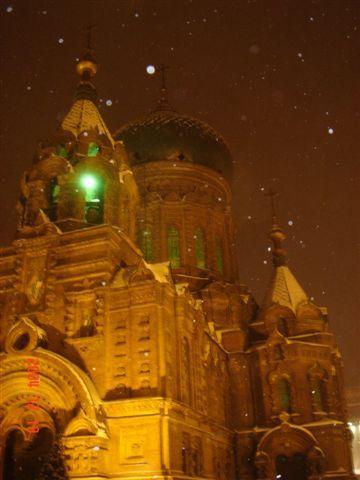 美麗的夜色配上大雪