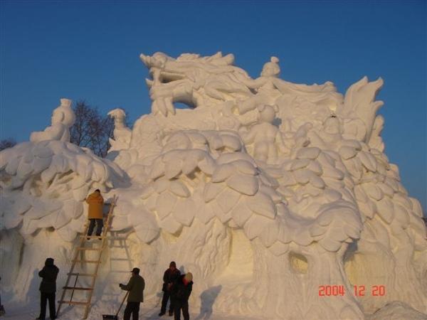 尚未完工的雪雕