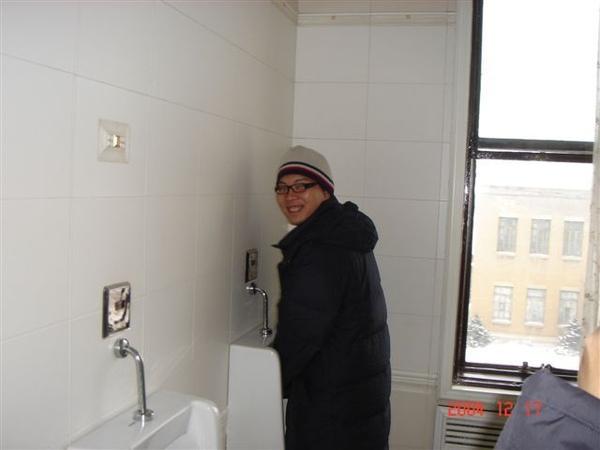 阿源在溥儀的廁所被偷拍