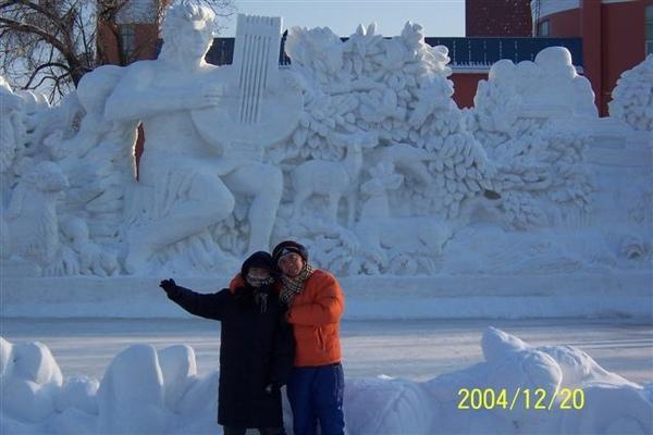 後面的雪雕感覺很美
