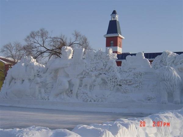 這個雪雕也很壯觀