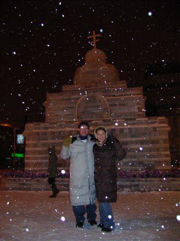 教堂前的冰雕..不過沒開燈