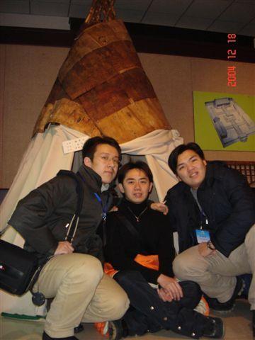 蹲在蒙古包