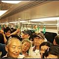 擁擠的捷運人潮