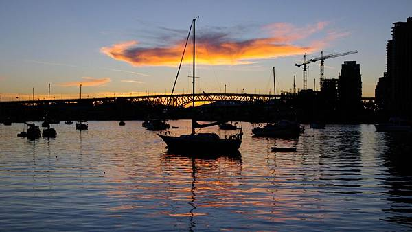 00265_sailboatatnight_2560x1600
