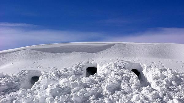 00300_snowcaves_2560x1600
