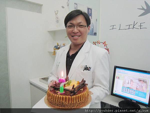 謝醫師說他最感動的是今年生日一早醒來就聽到女兒為他唱生日快樂