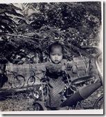 小時候騎小小三輪車