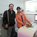 陳志鈴醫師也來上班了正好也遞上祝福